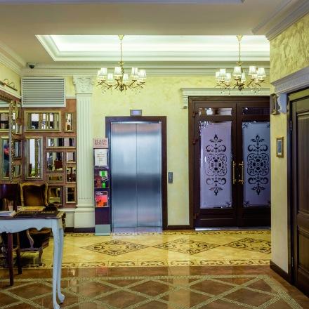 Perfils decoratius Gaudí a papelpintadoonline.com